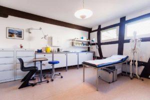 Behandlungszimmer Hausarztpraxis Trebur